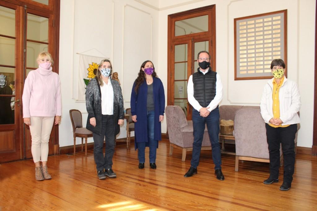 Carlos Casares: Funcionaria del Ministerio de las Mujeres visitó el distrito y se reunió con el Intendente