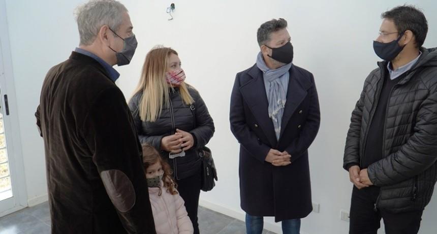 Merlo: El intendente junto al Ministro Ferraresi entregaron viviendas PROCREAR