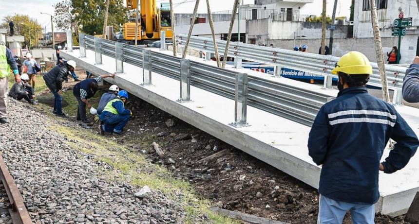 Merlo: Colocan el primer puente sobre la traza del Sarmiento