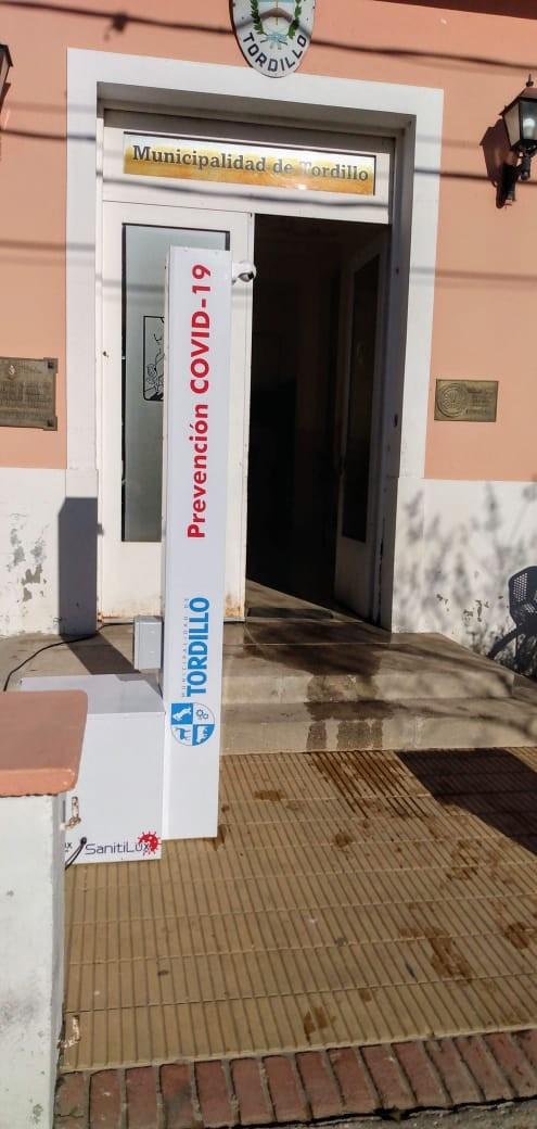 En Tordillo se instalaron columnas desinfectantes