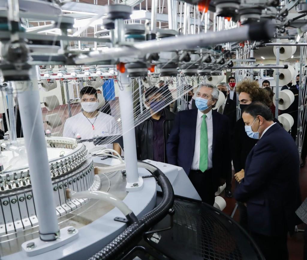 La Rioja: El Presidente firmó acuerdos de obras, reabrió una fábrica y ratificó su apoyo a la producción argentina