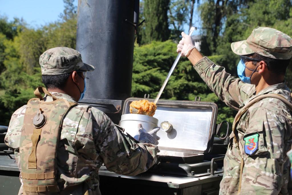 Zárate: El municipio con colaboración de la Armada Argentina continúa con el Programa de Emergencia Alimentaria