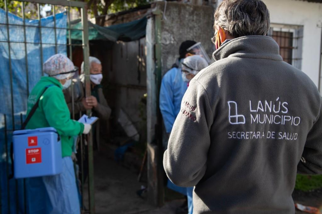 """Lanús: Segunda jordana del operativo """"Casa por Casa"""" en Villa Lujan"""