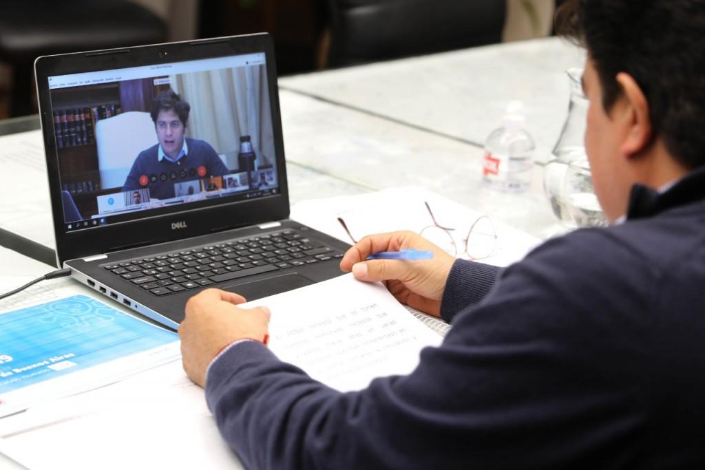 Kicillof consensuó con los intendentes poner más restricciones a la circulación