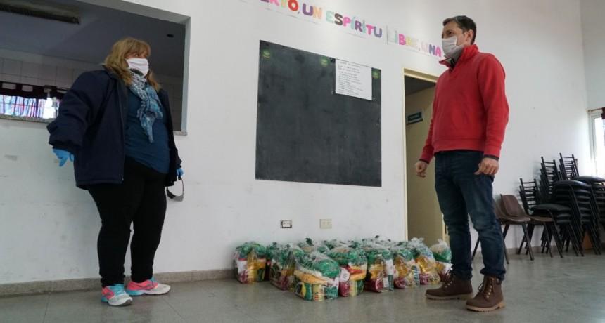 El Jagüel: Fernando Gray entregó alimentos en el CIC Siglo XX