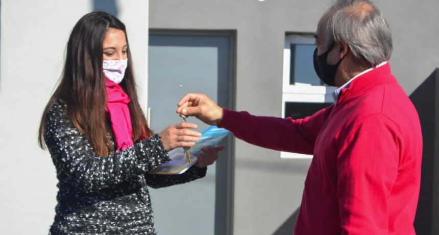 Tapalqué:  El intendente Cocconi entregó las viviendas de Hogar en Casa