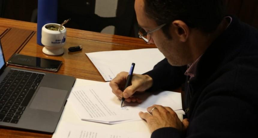 Bolívar: Pisano firmó el convenio de asistencia financiera con Kicillof