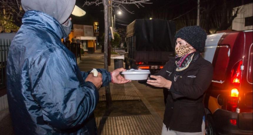 Lanús: El municipio asiste a vecinos en situación de calle en 30 puntos del distrito