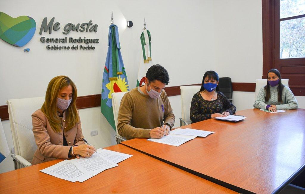Gral. Rodríguez: El Intendente García firmó convenio de ayuda urgente y mercado multiplicar