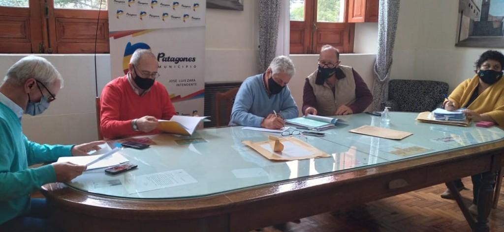 Patagones: Zara presidió la licitación para la refacción edilicia de la Escuela Primaria N°9