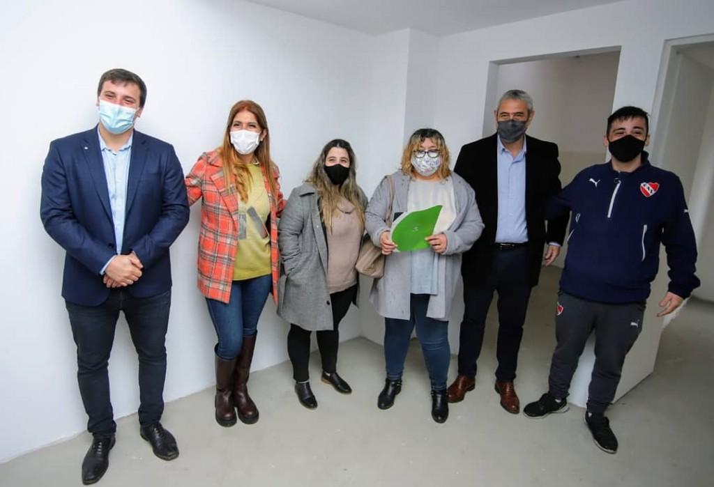 Avellaneda: El Ministro Ferraresi entregó viviendas en el distrito