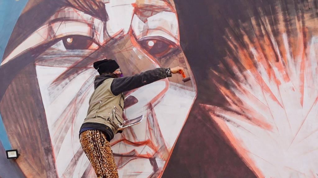 Tapalqué: Pintada de mural en la escuela de artes y oficios