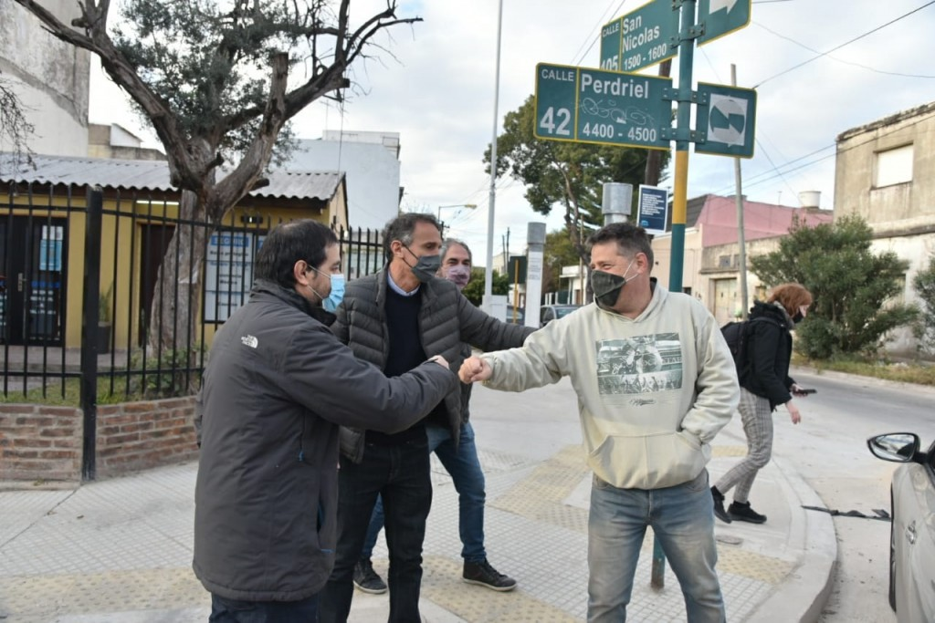 San Martín: Moreira y Katopodis recorrieron la puesta en valor de la calle Perdriel