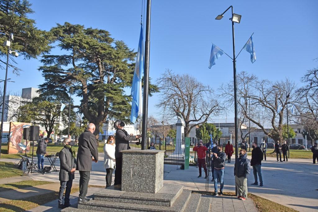 Chivilcoy: Se llevó a cabo el acto en conmemoración del Día de la Bandera en la Plaza Belgrano
