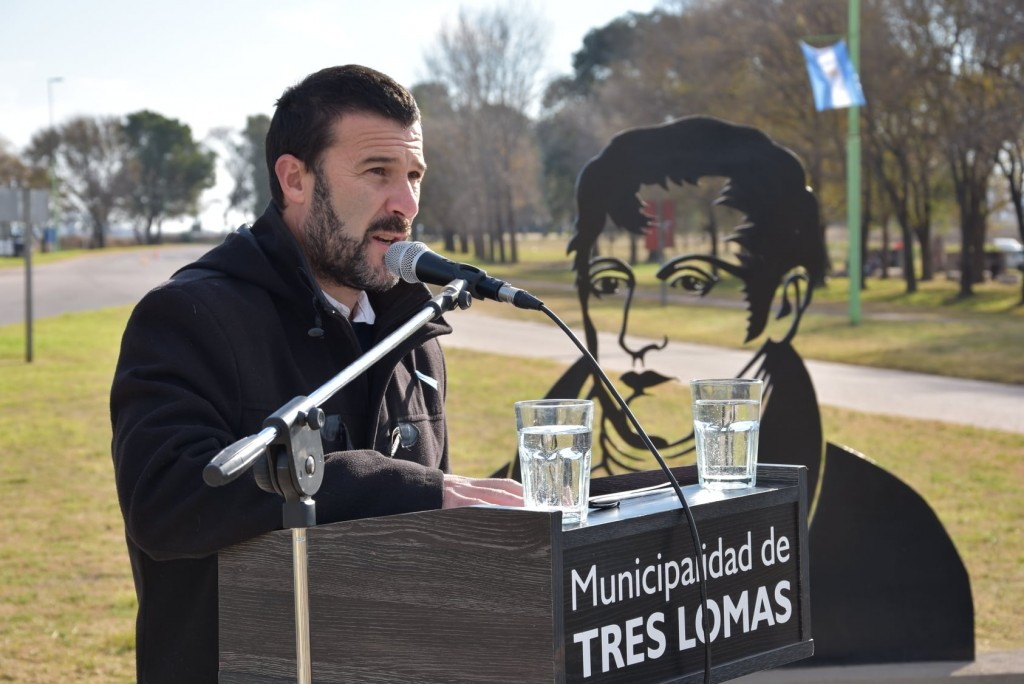 Tres Lomas: Acto conmemorativo por el Día de la Bandera