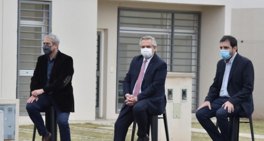 San Martín: Fernando Moreira y Alberto Fernández entregaron la vivienda N° 10.000 del Programa Casa Propia