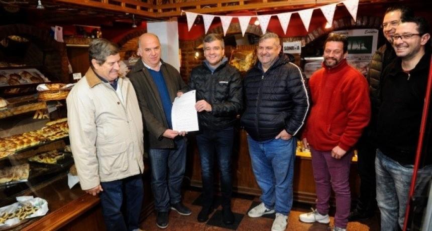 Hurlingham: Zabaleta firmó un acuerdo para vender el pan a la mitad de precio