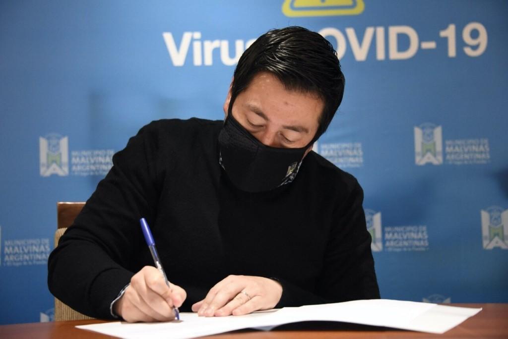 Malvinas Arg.: Nardini firmó convenio en el marco del Operativo Frío para asistir a niños y adolescentes