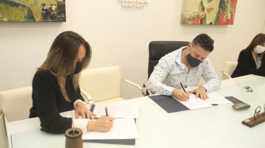 Merlo: Menéndez firmó un convenio con AySA, para ampliar la red de agua y cloacas