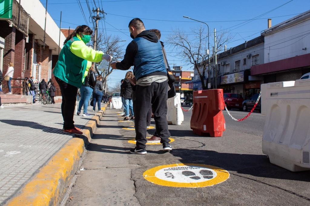 Hurlingham: Implementan nuevo sistema de señalización para garantizar el Distanciamiento Social
