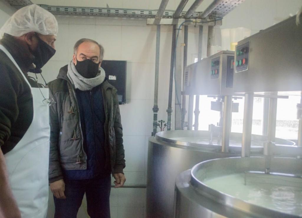 Tapalqué: El intendente visitó PRODUTAP en el reinicio de su producción