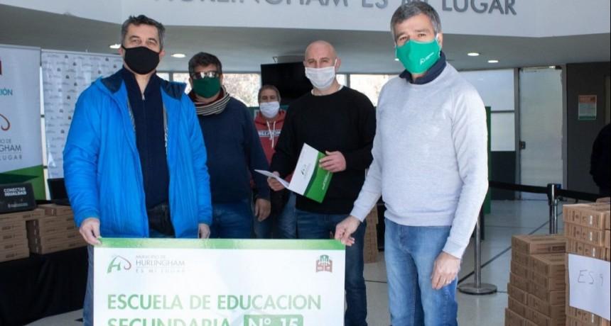 Zabaleta entregó netbooks para escuelas públicas del programa Conectar Igualdad