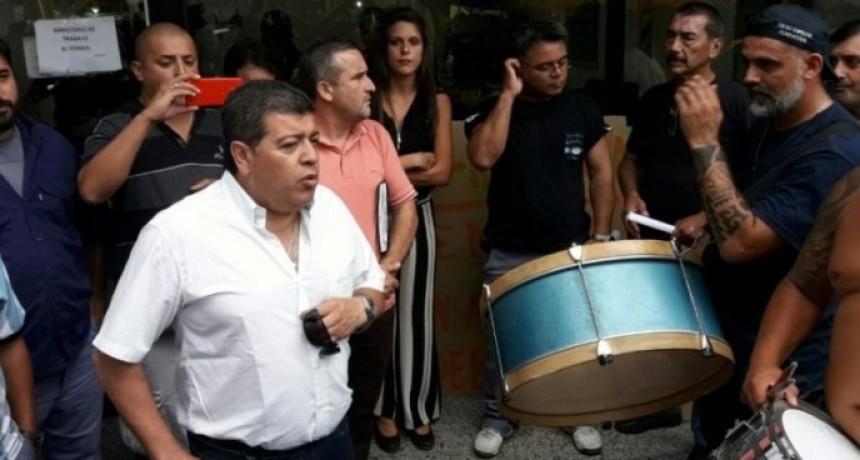 """La UOM La Matanza denuncian a empresario por """"truchar"""" permisos y obligar a empleados a firmar suspensiones"""