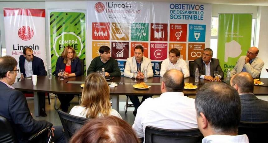 Lincoln: El Intendente Serenal firmó con representantes de Supermercados el convenio de adhesión al Programa