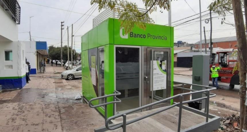 Moreno: Juan Cuattromo y la intendenta Fernández inauguraron dos cajeros automáticos en el Cruce Castelar