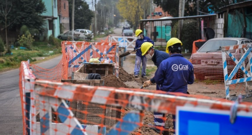 Escobar: Comenzaron las obras de renovación de la red de agua corriente y alumbrado público en el barrio La Chechela