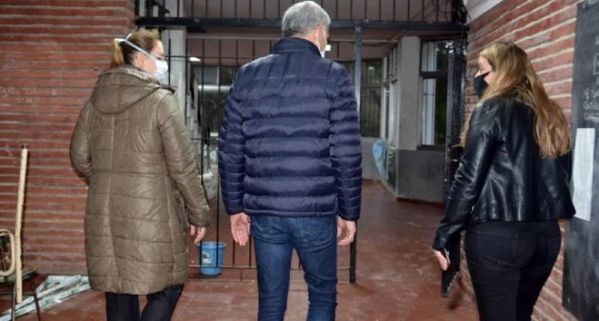 """Berisso: Cagliardi recorrió la Escuela de Enseñanza Media Nº1 donde se implementó el programa """"Escuelas a la obra"""""""