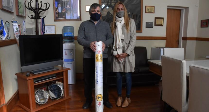 Chivilcoy: El intendente Britos recibió de la empresa TICNC la donación de un Tótem sanitizante