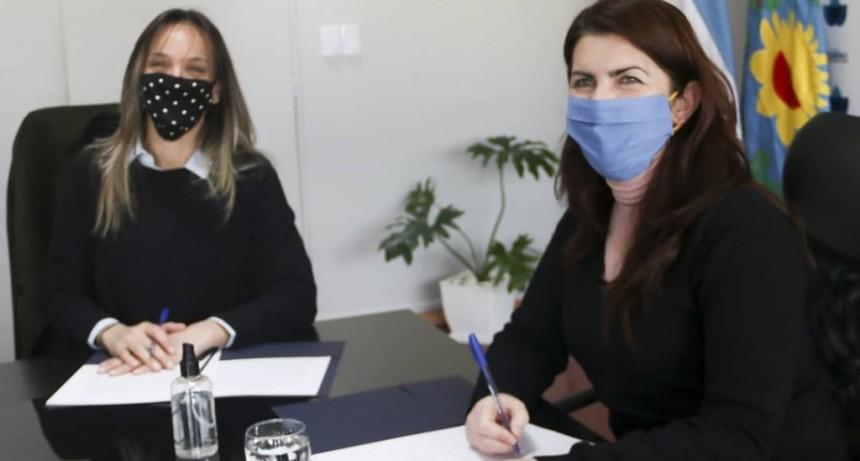 Moreno: Mariel Fernández y Malena Galmarini firmaron convenio por obras de agua, cloacas y trabajo