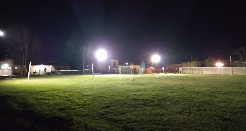 Lobería: Iluminan espacio verde del Barrio La Estación