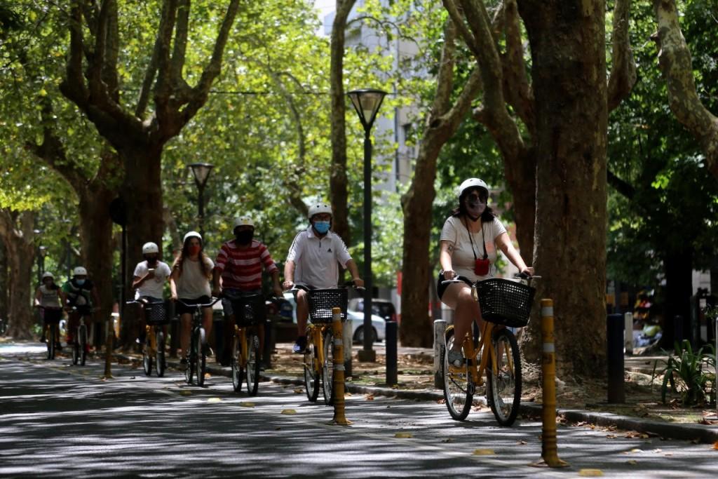La Plata: Suman propuestas para recorrer y disfrutar la ciudad en bicicleta en las vacaciones de invierno