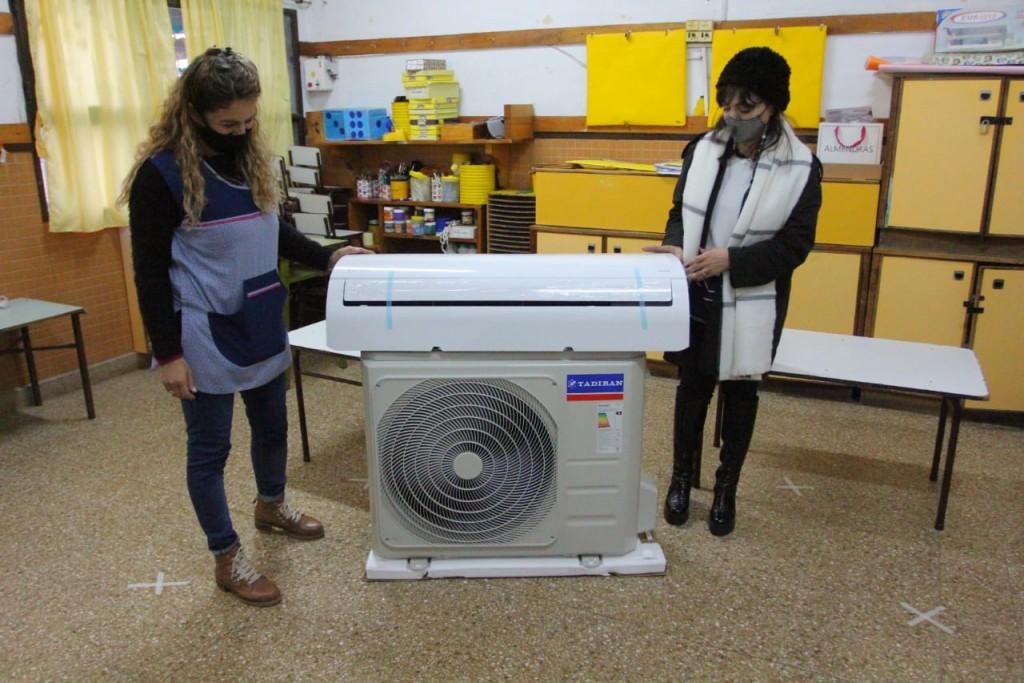 E. Echeverría: Nueva entrega de aires acondicionados en instituciones educativas del municipio