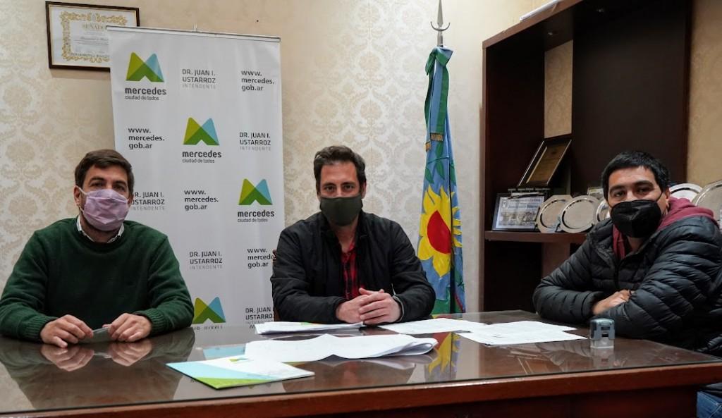 Mercedes: Ustarroz firma convenio para iniciar obras de infraestructura en el Sector Industrial Planificado