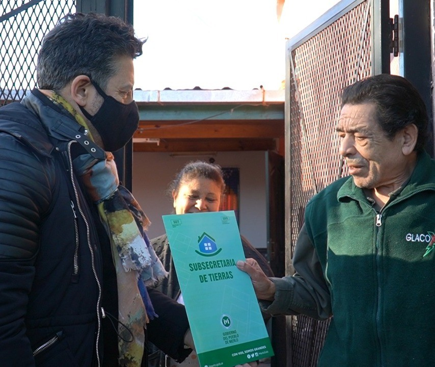 Merlo: Vecinos del distrito recibieron las escrituras de su vivienda