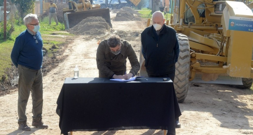 Luján: El Intendente anunció la construcción de 23 nuevas cuadras de asfalto en 8 barrios del distrito