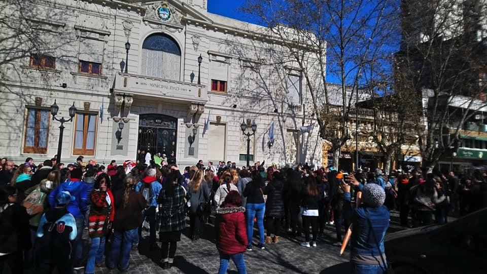 """San Miguel: El intendente """"presiona"""" a los docentes para que abran las escuelas"""