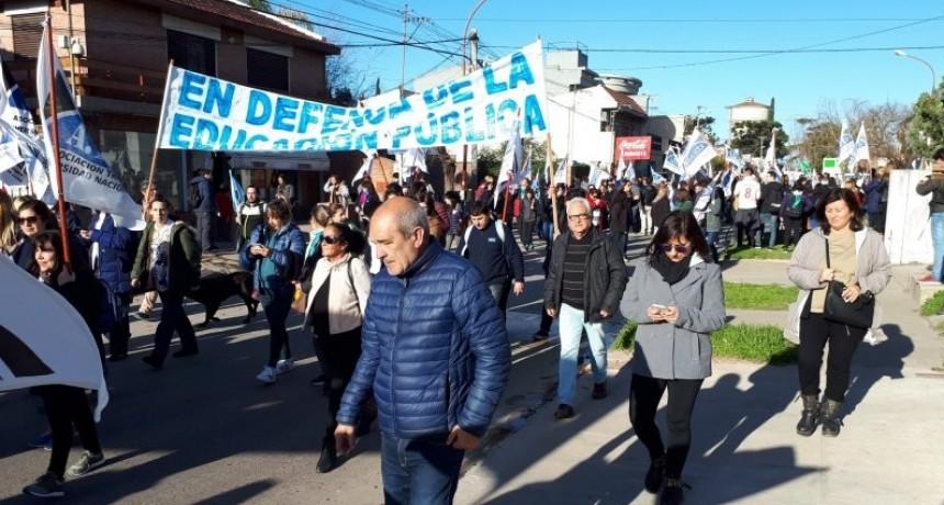 Luján: Universitarios marcharon por el centro de la ciudad