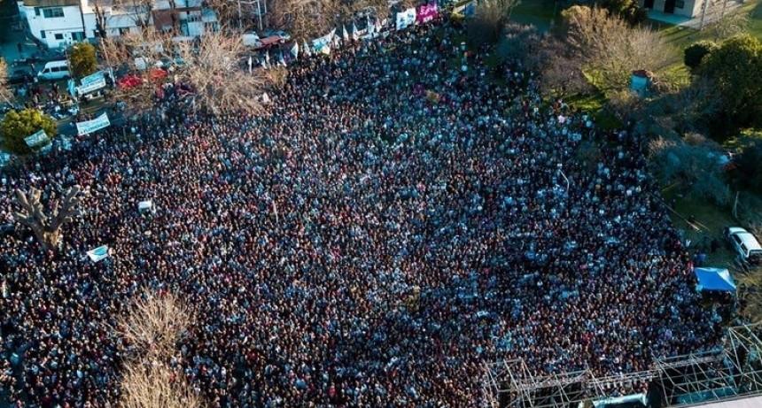 """CFK en La Plata: """"Espero que estas recetas neoliberales que les metieron en la cabeza no vuelvan nunca más"""""""