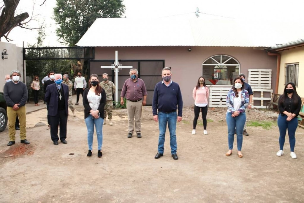 El ministro Rossi junto a la intendenta Fernández visitaron la cocina del ejército en Moreno Sur
