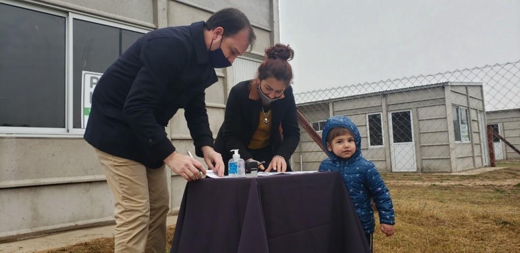 Rivadavia: Mediante el Plan Municipal Hogar, diez familias comienzan la construcción de sus viviendas