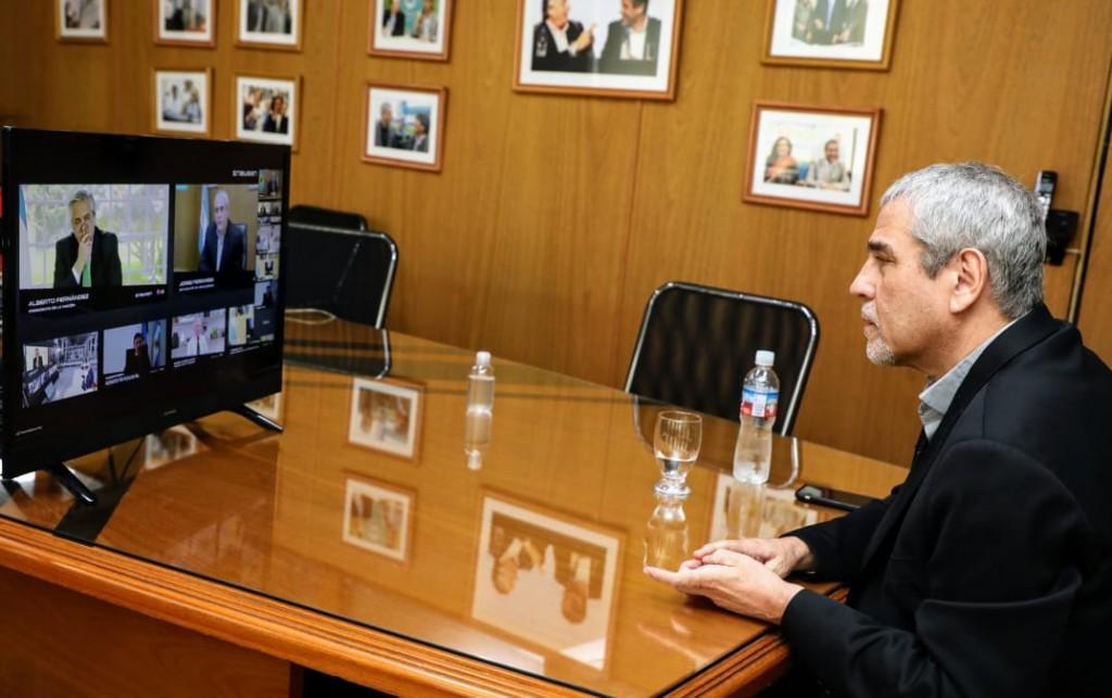Ferraresi acompañó al presidente Fernández en la puesta en funcionamiento de una línea de fabricación de lavarropas