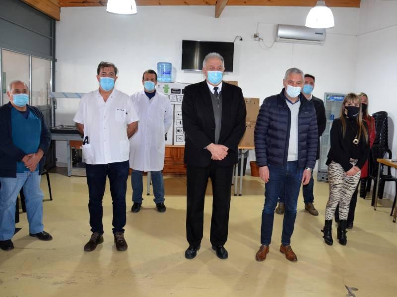 Berisso: Cagliardi entregó 5 respiradores a la Clínica Mosconi y al Instituto Médico Argentino
