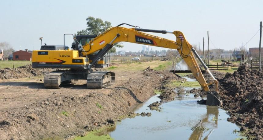 Berisso: Trabajos hídricos en canales del Barrio Cotilap