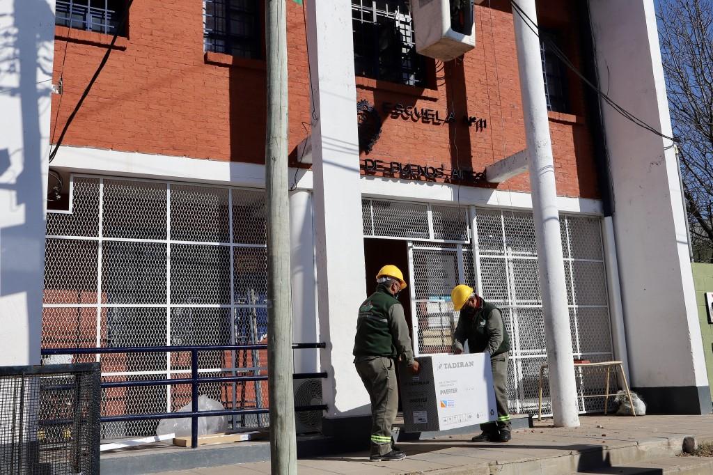 E. Echeverría: El Municipio continúa con la instalación de aires acondicionados en instituciones educativas