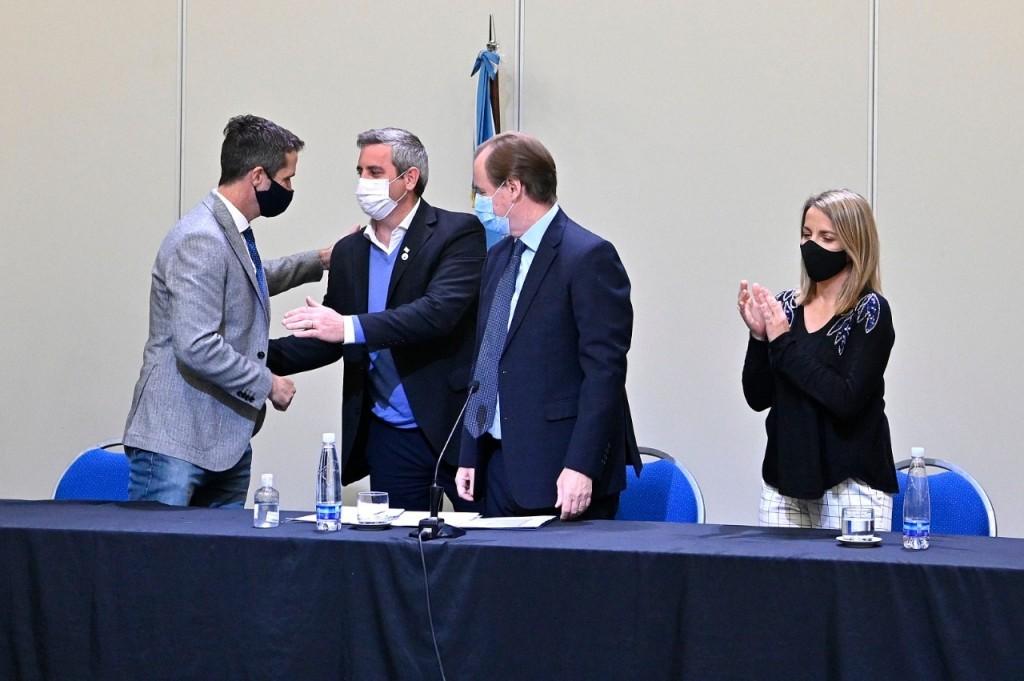 Colón (ER): El Intendente Walser firmó un convenio para la construcción de 50 nuevas viviendas en el distrito
