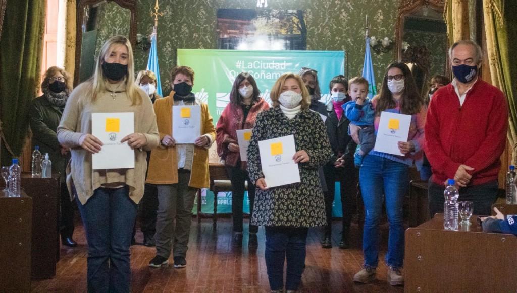 Tapalqué: El Municipio entregó subsidios a establecimientos educativos del distrito